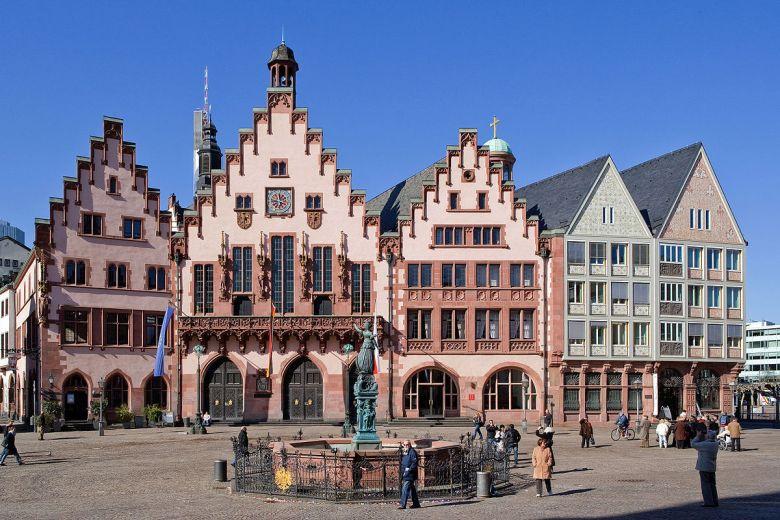 Frankfurt_Am_Main-Roemerberg_19-27_von_Suedosten-20110307